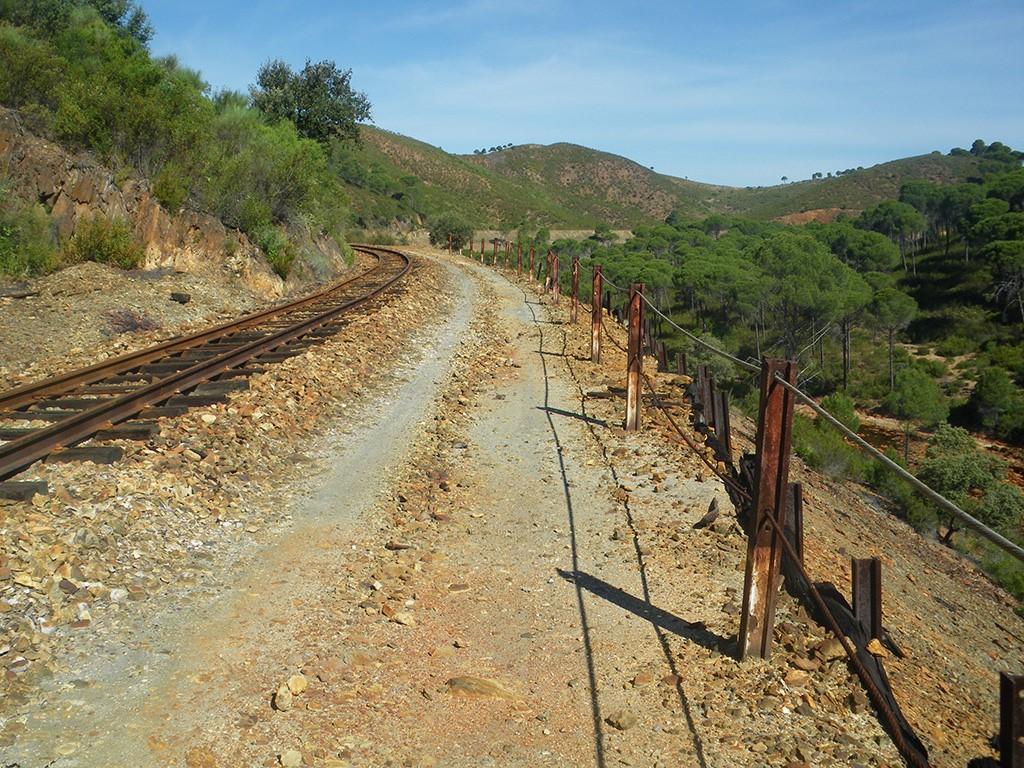 tren minero por berrocal dos