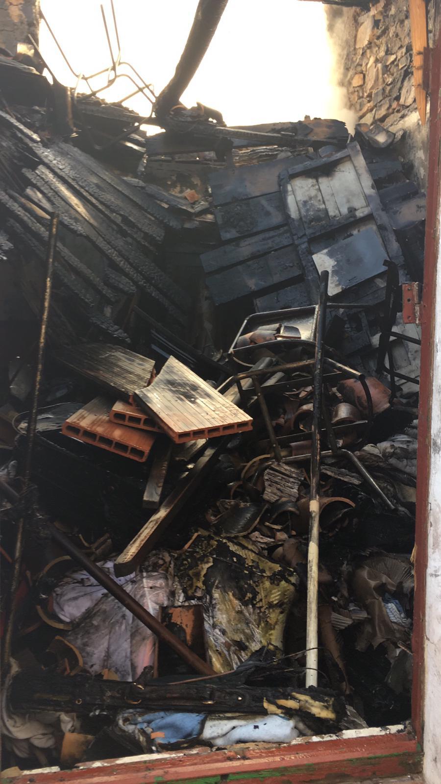 Vecinos de Riotinto rescatan a un anciano en el incendio de su vivienda